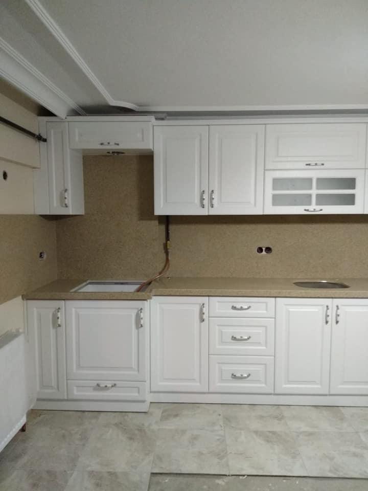 kahverengi mutfak tezgahı ve kaplama