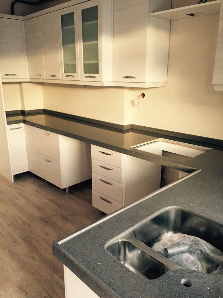 gri mutfak tezgahı