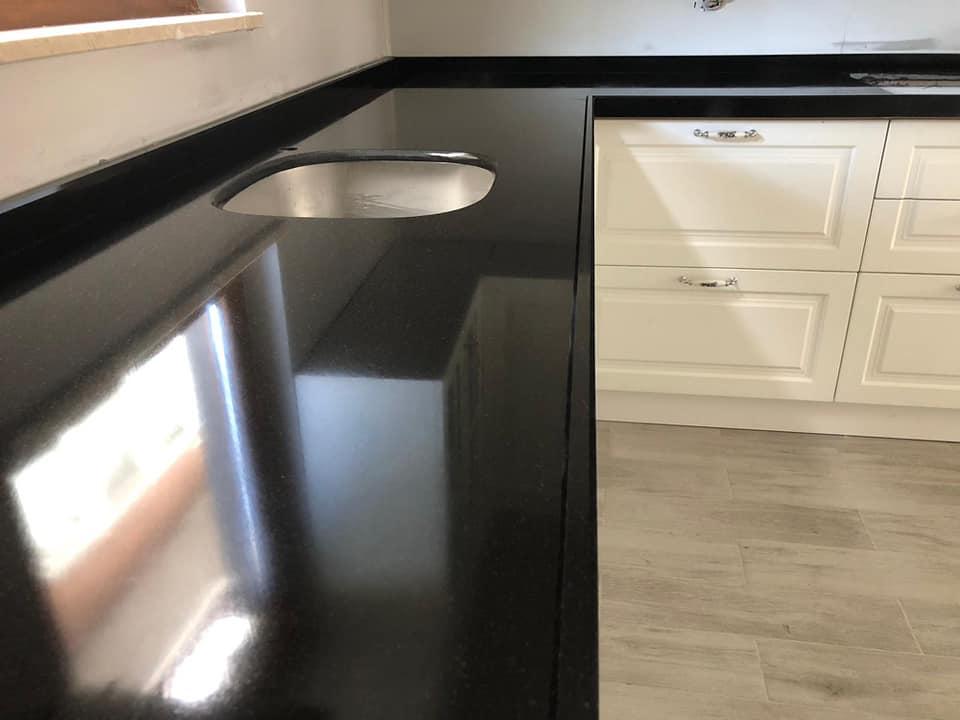 siyah cimstone mutfak tezgahı