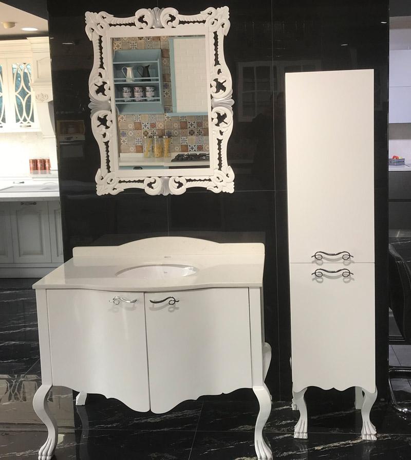 Beyaz Banyo Tezgah ve Siyah Kalebodur